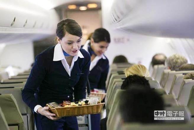 空姐總是穿著光鮮亮麗,但工作背後有許多不為人知的心酸。(圖/摘自cannexus.ca)
