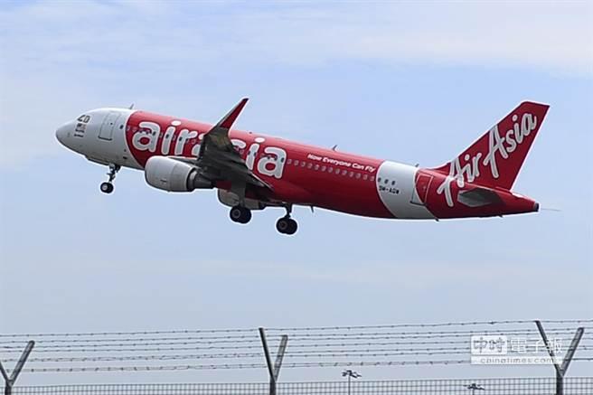 亞洲航空(AirAsia)QZ8501班機28日從印尼泗水飛往新加坡途中失聯,至今下落未明。(圖/美聯社)