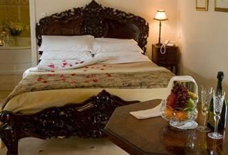 揭密!飯店為何放4個枕頭