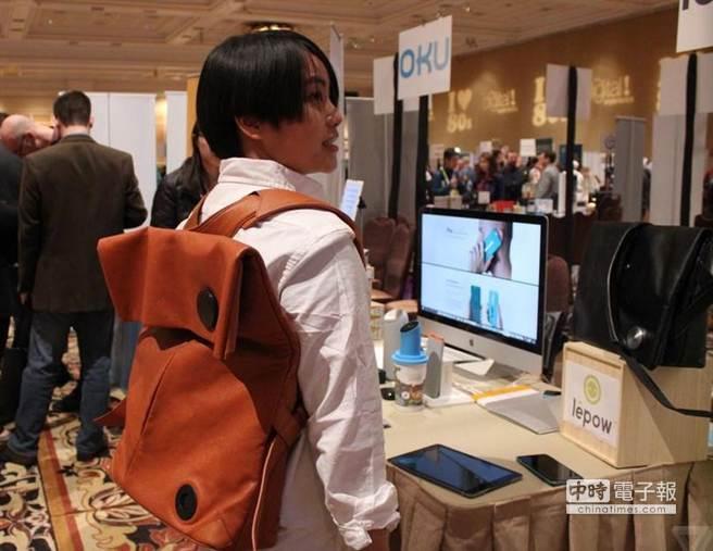 看得出來嗎?HiSmart Pack是一款具有具有智慧功能的背包。(圖/The Verge)