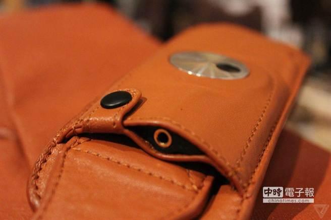 HiSmart Pack在背帶上設有耳機孔。(圖/The Verge)