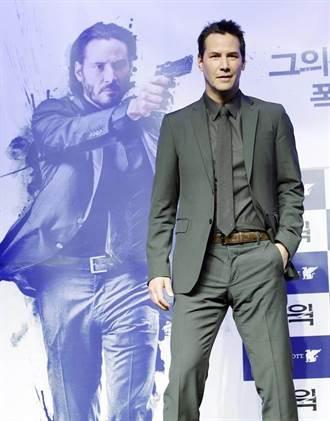 基努李維訪韓拒當邋遢哥 為剃鬍遲到30分鐘