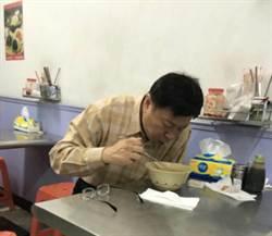 柯脸书PO吃麵照 「自己的美食自己找」