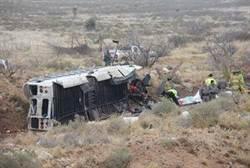 德州囚車撞火車 10死