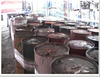 無良業者 非法棄置4千桶廢油泥