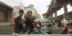 騎士不爽被撞 撂人嗆聲跳引擎蓋