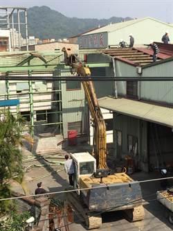 非法油炸豆腐工廠 新北公安小組強制拆除