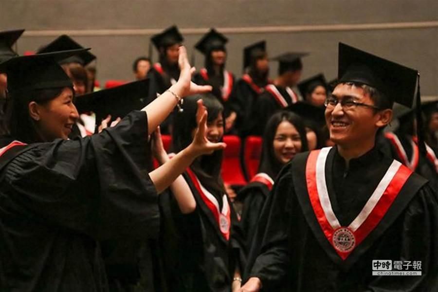 高中生選填志願前,興趣與職涯發展需一起評估。(圖/截自前進大學全攻略部落格)