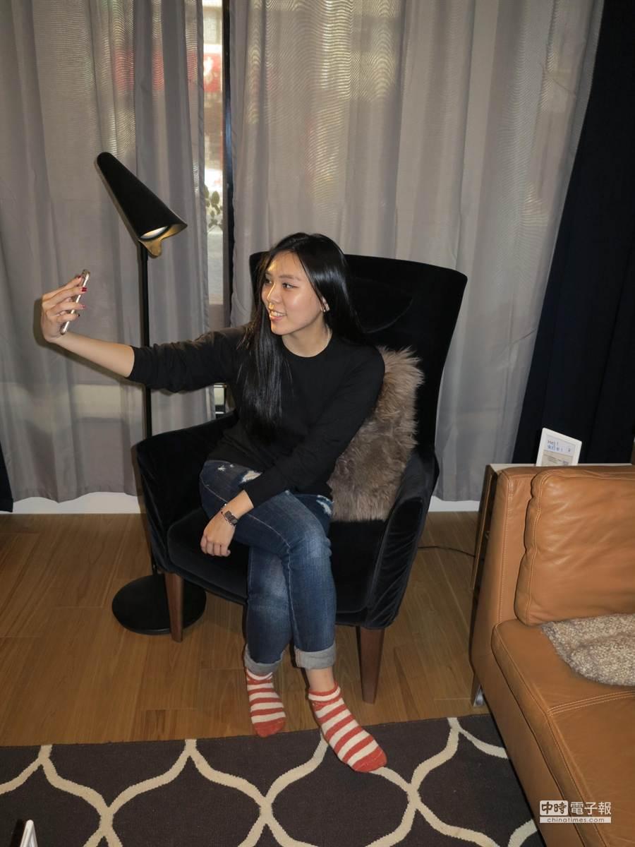 IKEA House告別秀,從1月25日起開放參觀14天, 現場標記家具,如高背椅、沙發,自拍、打卡、寫上喜歡理由上傳,即有機會獲得。(馮景青攝)