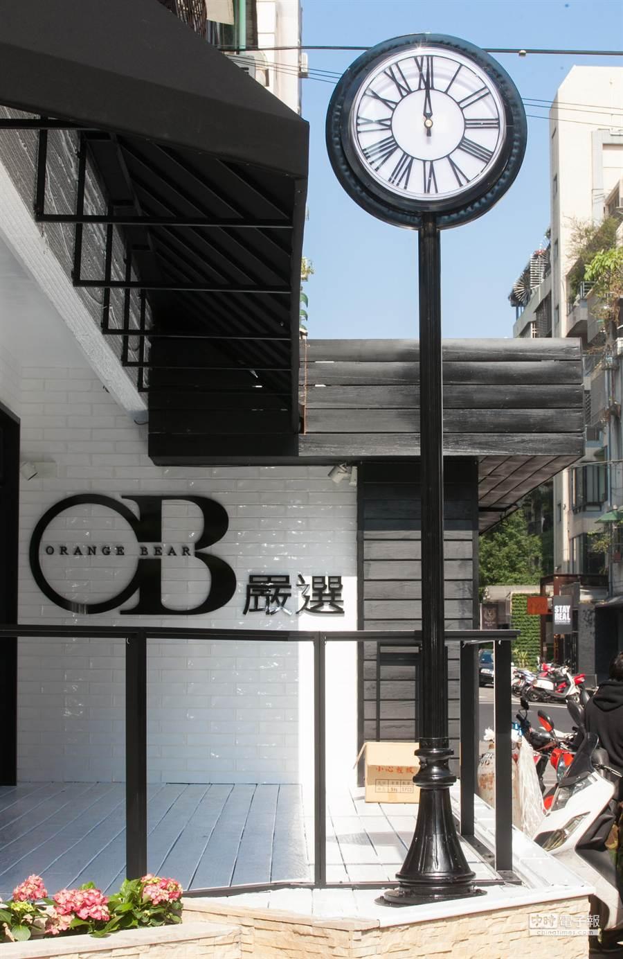 OB嚴選石英鐘,打造東區新地標。(業者提供)