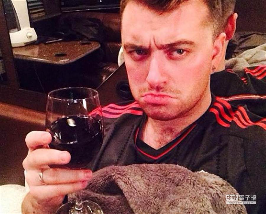 山姆日前宣布與男友分手,並在社群網站上放上哭哭照。(翻攝自《每日星報》網站)