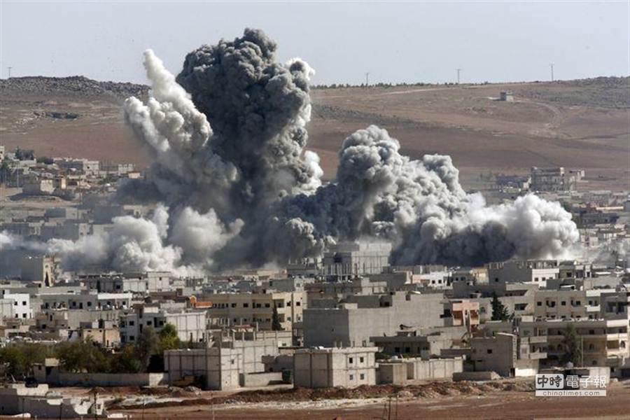 美國空襲近2000次,「伊斯蘭國」僅失地約1%。(美聯社)