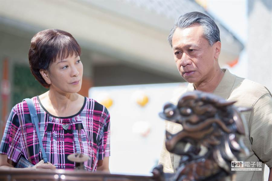 楊繡惠(左)與游安順。(大愛提供)
