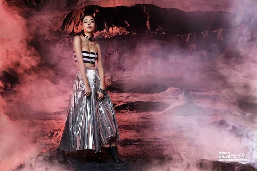 李毓芬展現時尚性感的未來女神風範。(FHM提供)