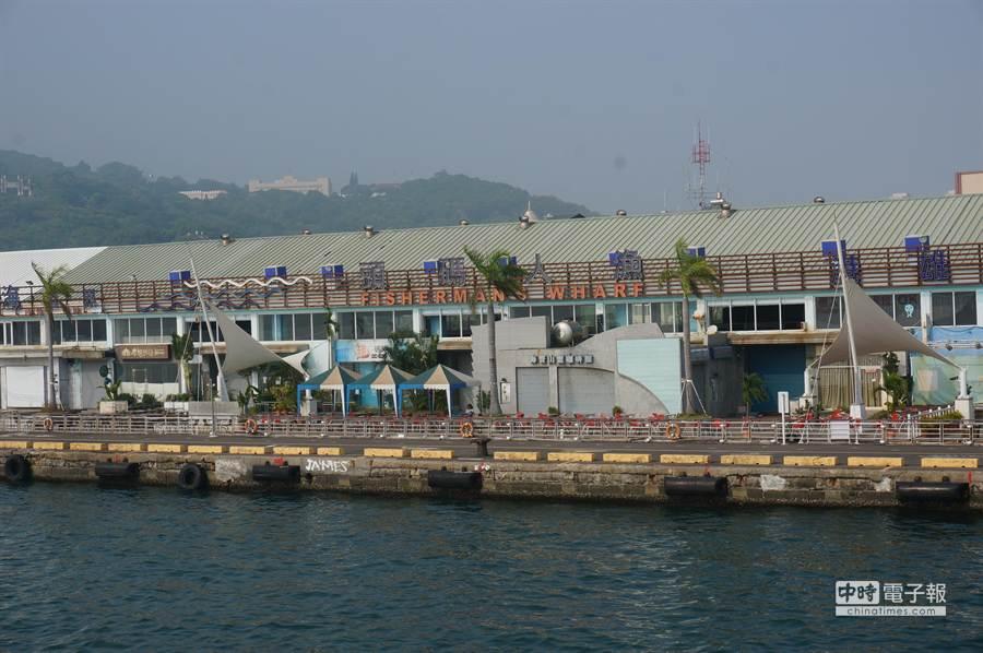 圖為位於高雄港灣的漁人碼頭外觀。(顏瑞田攝)