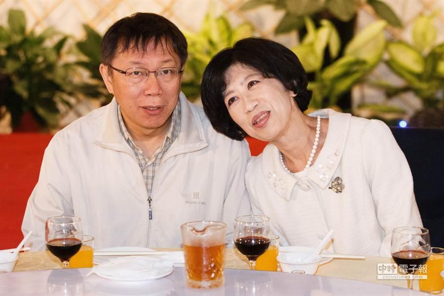 外界認為陳佩琪「寵老公」,她笑說,那是她的生活態度。(資料照片,杜宜諳攝)(飲酒過量 有害健康)