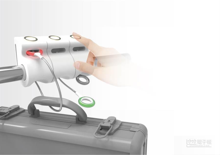 陳彥伶設計「公共租借鎖(Public Lock)」,旅客在外逛街不用擔心隨身行李該放哪。(北科大提供)