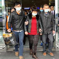 12名大陸旅客家屬抵台  哀痛但堅強