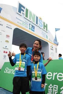錢韋杉參與公益 兒子展運動天分