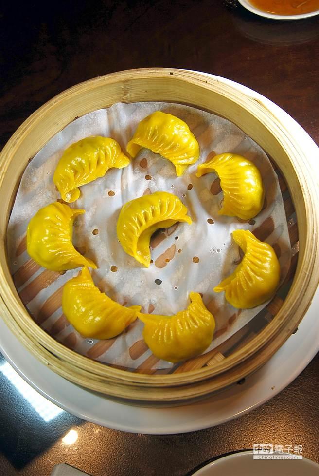 除了著名的小籠湯包,〈杭州小籠湯包〉民生東路店的各式蒸餃也好吃。(圖/姚舜攝)