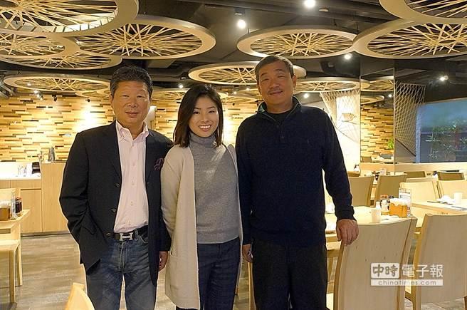 營造業聞人李世南(左)和〈杭州小籠湯包〉二代經營者黃仁俊(右)合作,在台北民生東路三段開分店。(圖/姚舜攝)