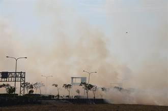 台糖甘蔗田起火 濃煙阻交通
