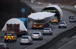 倫敦濃霧40車追撞4死 波音747卡車陣