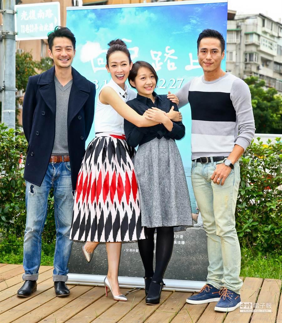 周詠軒(左起)、潘慧如、麥子(楊蕎安)、莊凱勛出席試映。(林弘斌攝)