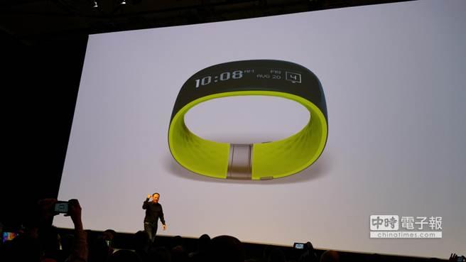 HTC搶攻穿戴市場,推出HTC Grip手環。陳大任攝