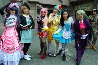 新竹忠信學校元宵走街 學生cosplay好搶眼
