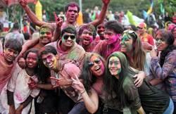 印度好麗色彩節 Holi Festival 各國友人互灑彩粉同樂