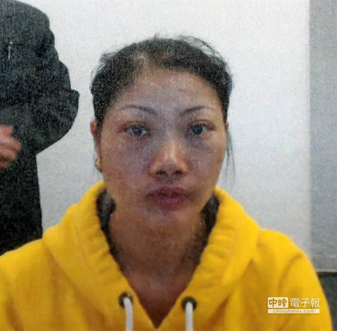 劉女持假入臺證闖關,這也是移民署首次查獲的假入臺證案。(陳麒全攝)