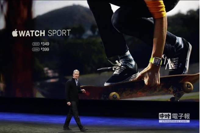 蘋果CEO庫克強調Apple watch在健康和健身方面的功能。(美聯社)