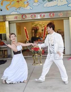 魔術師送千朵玫瑰求婚 月老見證