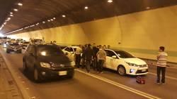 中和隧道9車追撞 2人輕傷送醫
