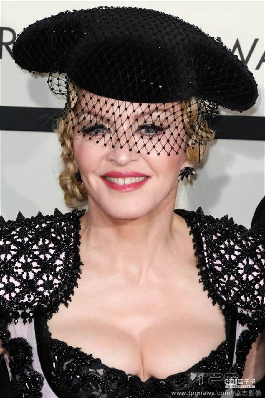 瑪丹娜替胸部投保。(圖/達志影像)