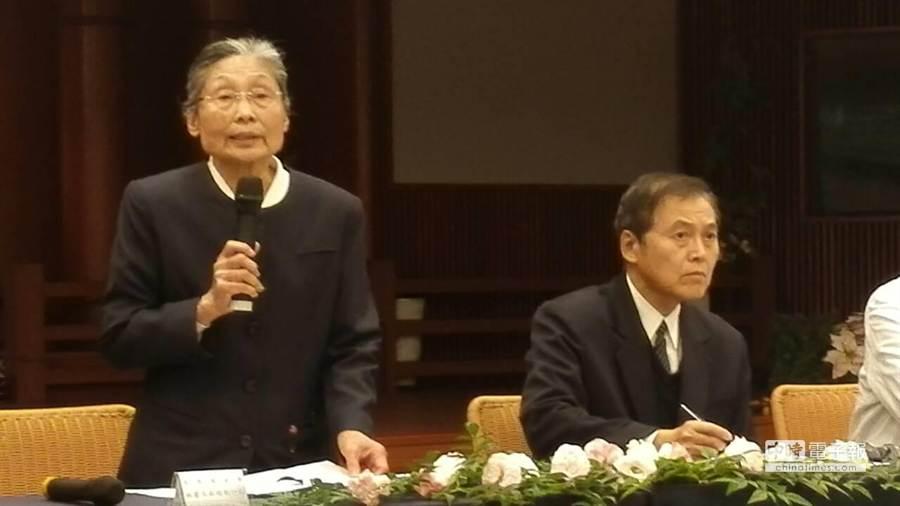 慈濟基金會16日在花蓮慈濟靜思堂舉行記者會,正式宣布「內湖園區開發案」撤案,不再申請變更地目,讓連日來爭議不斷議題終於落幕。(楊漢聲攝)