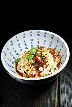 青葉「焱麻堂」開張 四川麵食小吃俗賣