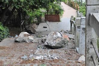 桂林景区滚石击中游客 目前已致7人遇难多人伤
