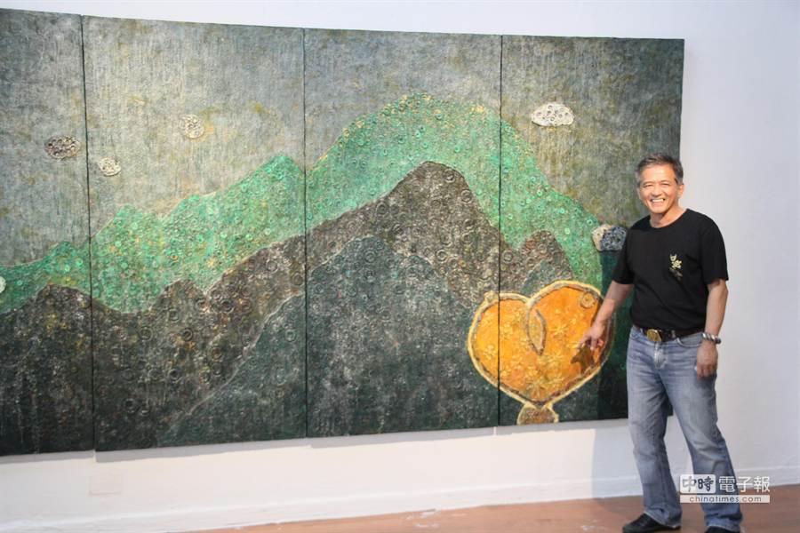 原本是大學副教授的曾英棟,去年辭職回台南開設私人美術館,他承諾開館當天,將把義賣作品所得捐給美善基金會,不論賣出多少,起碼捐出一百萬。(程炳璋攝)
