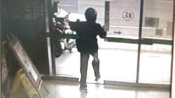 強化玻璃敲不破 男搶郵局6秒落跑