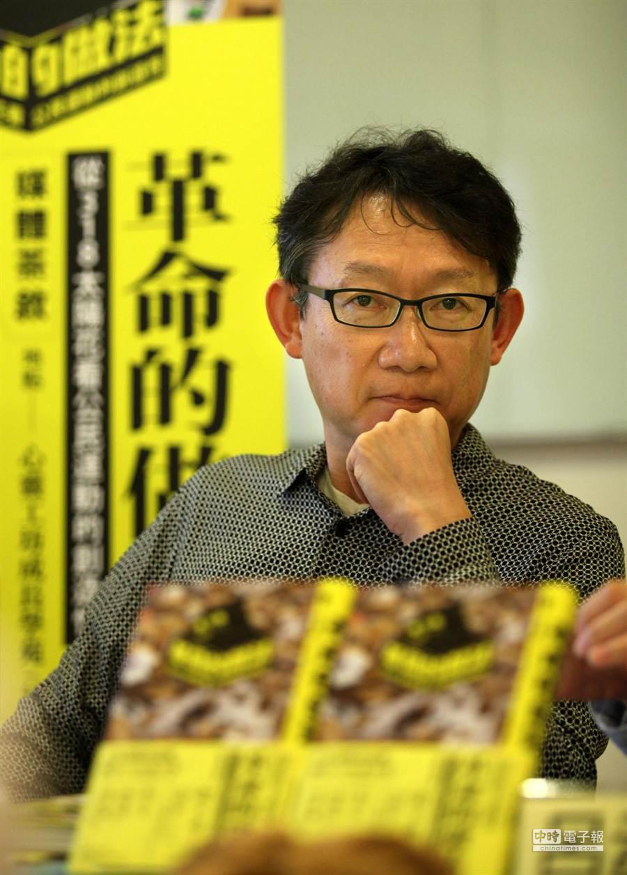 日本攝影家港千尋(如圖)31日在台北舉辦《革命的做法:從318太陽花看公民  運動的創造性》新書發表會,暢談他以日本人參與太陽花學運5天期間,以藝術觀點觀察學運的心得。(王錦河攝)