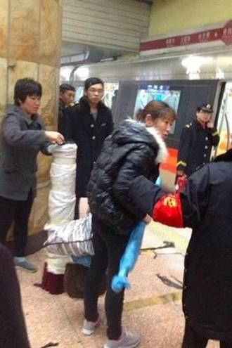 北京地鐵車廂內點易燃物 兩女子被捕