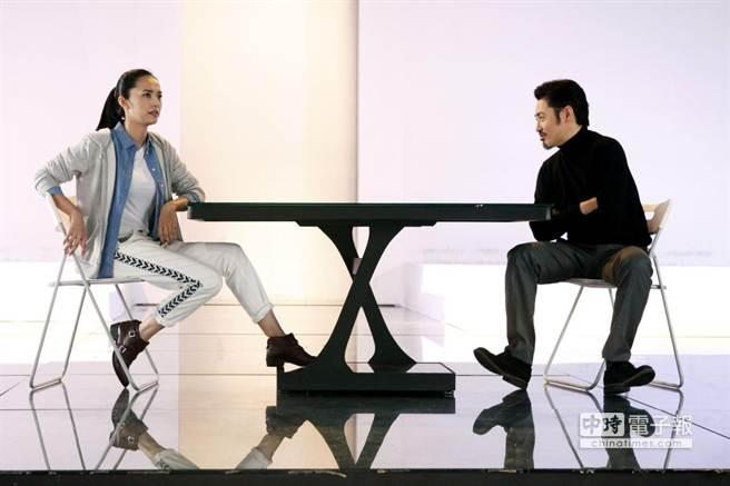 吳秀波和姚晨在《離婚,好嗎?》是一對歡喜冤家。(中天提供)