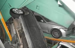 震災 北市共構宅外牆遭停車塔撞裂