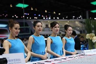 上海車展迎首日:車模變身禮儀小姐