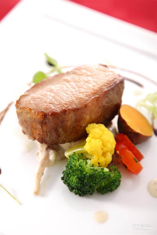 主餐1西班牙伊比利黑豬里肌佐松露燉菌菇(業者提供)