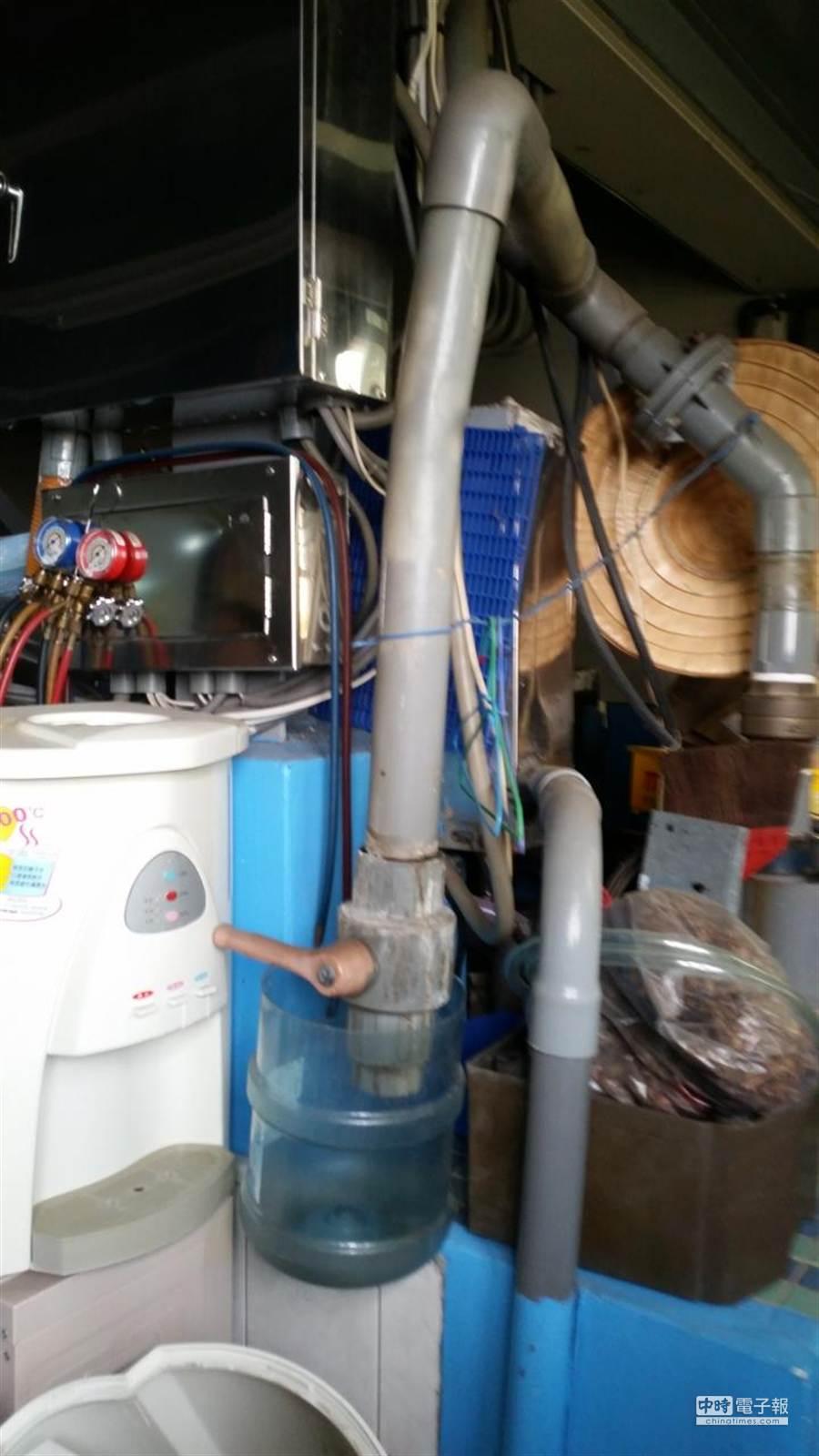 檢方在埔里企業行內查獲其自行在地下工廠內鑿井,且根本未申請水源供應許可。(劉宥廷翻攝)