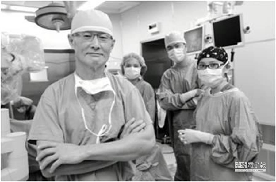 近來門診患者頻頻詢問有關於達文西微創手術的可行性與安全性。(台北醫學院附設醫院婦產部部長劉偉民提供)