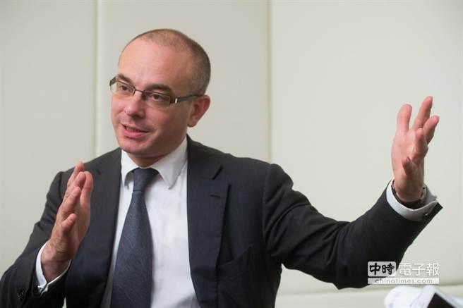 瑞士銀行資深環球經濟學家唐納文(Paul Donovan)指出,股市上揚及油價回升,通膨情勢也連帶翻轉。(業者提供)